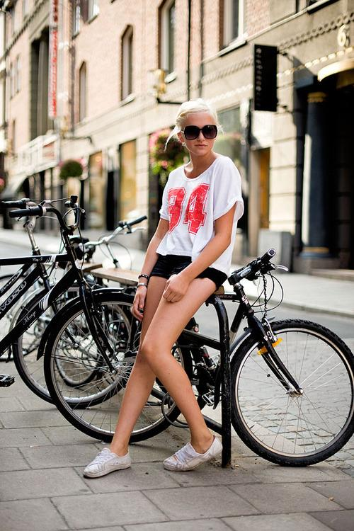 The t-shirt is probably one of those items that every single person, male or female, has in industrial quantities inside their wardrobe.READ MORE > http://bit.ly/U7Dx4O