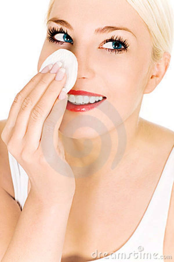 Dip a cotton pad into the egg white and apply onto your nose