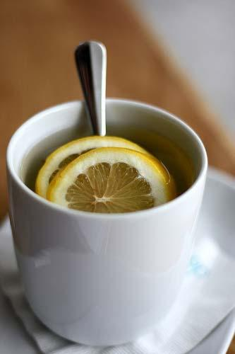 To ease the pain of a sore throat, add lemon juice, honey and apple cider vinegar to a cup of tea.