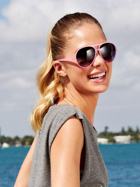 Sleek Ponytail If you're in a total rush to get to an afternoon BBQ, slick it back into a ponytail! Use a fine-tooth comb to smooth wet hair straight back, and secure with a fun, neon hair tie. As it dries, twirl your 'tail around your finger to create natural, bouncy waves!