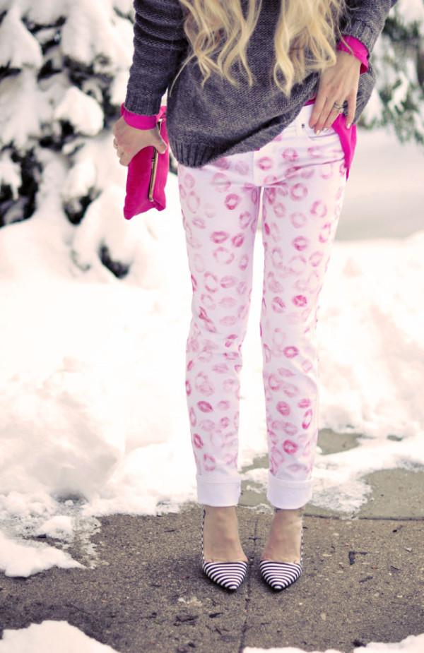 10.DIY LIPSTICK KISSES PRINTED JEANS