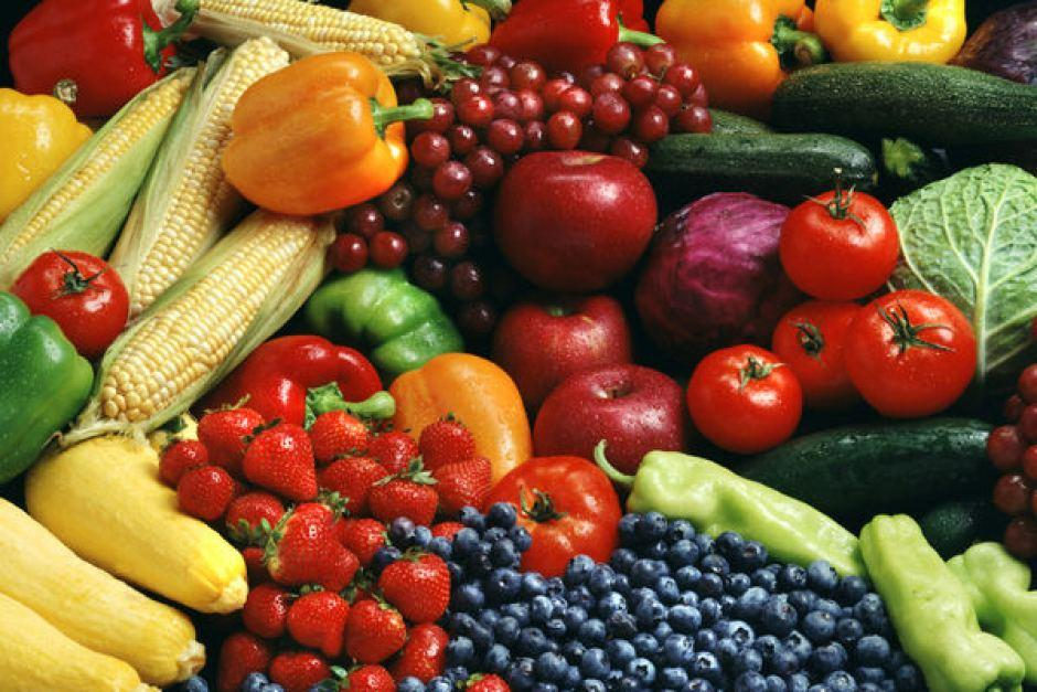 Eat fruits and vegetables. A diet filled with healthy fruits and vegetables will help you keep your weight down, reducing the appearance of cellulite. Fruits and vegetables also have a high water content, so they help keep you hydrated, too.