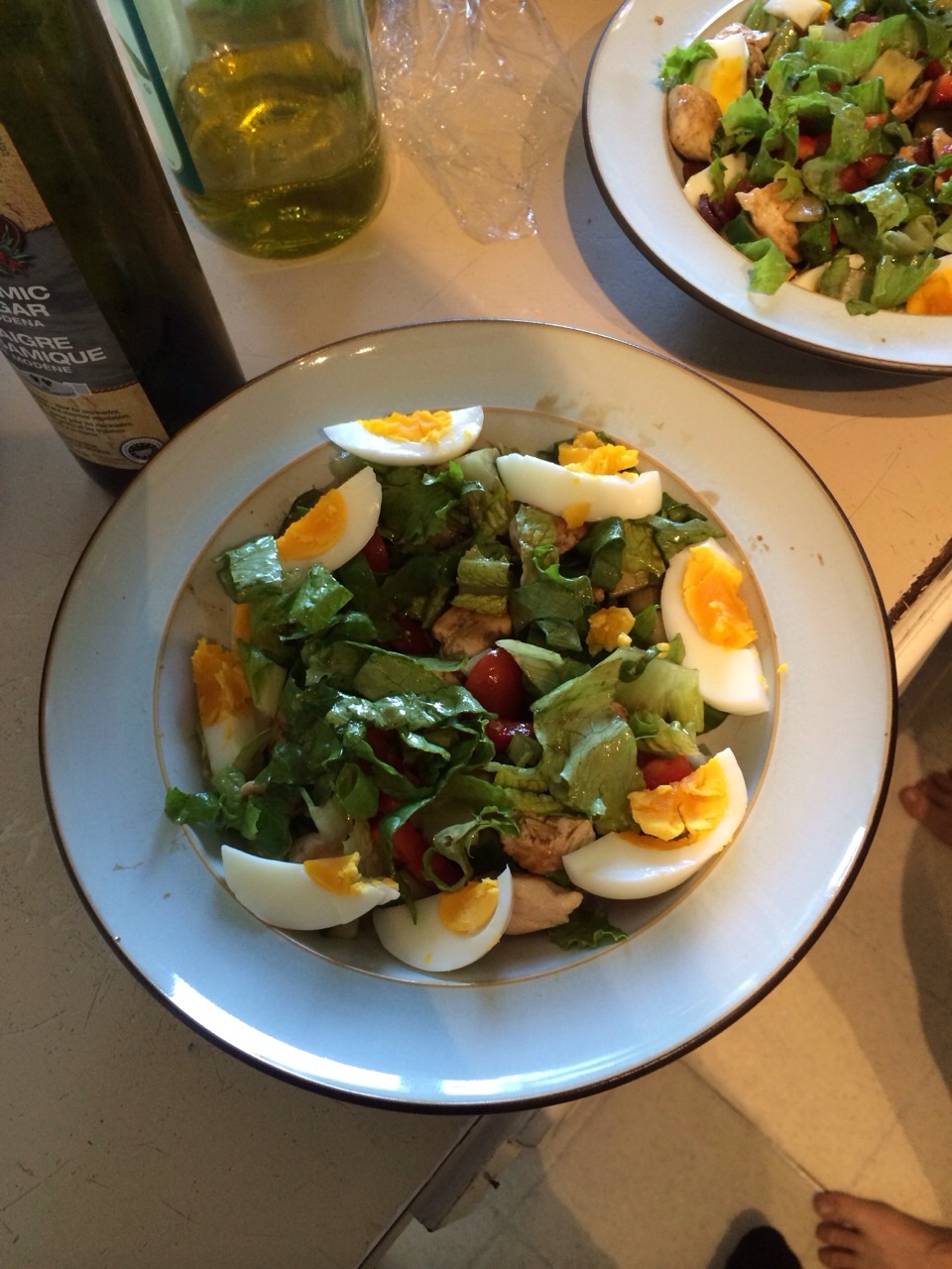 Wonderful tasting egg and chicken salad. Cook up some chicken chunks, slice a hard boiled egg, cut up some baby tomatoes and cucumber and throw it all together with some chopped lettuce. Finish it off with a bit of balsamic vinegar for a tasty healthy treat!