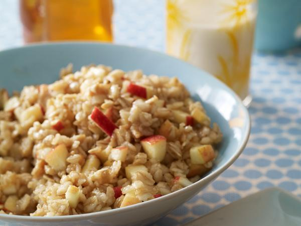 Fruit And Spice Steel-Cut Oatmeal Oatmeal is only for breakfast you say? We say you can throw a serving into a container and eat it as a fiber-rich snack later at work. And with these steel-cut oats, you can make this ahead of time and keep in your fridge for portioning out.