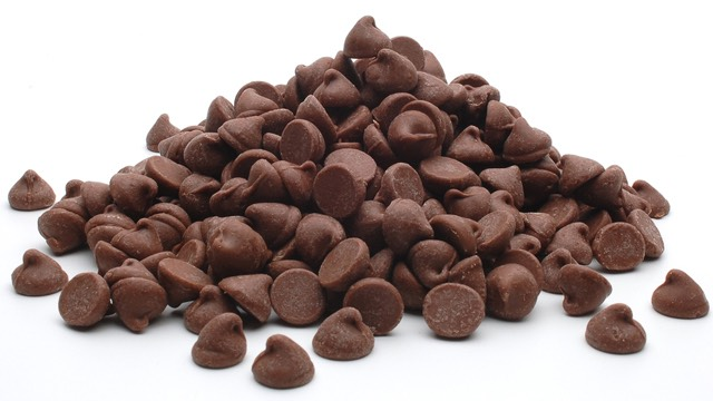 4. Fold in 1/2 cup milk chocolate chips and 1/2 cup mini chocolate chips.