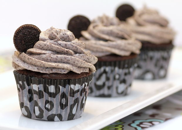 Decorate with mini oreos and enjoy!!!