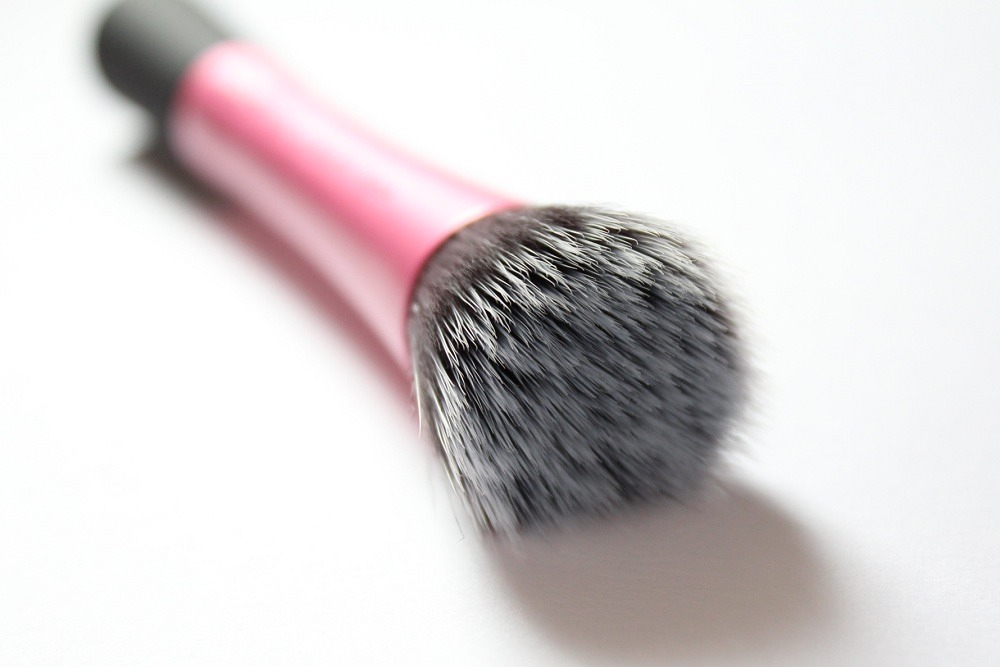 A real techniques brush for the bigger parts of the face. (everywhere else lol) This takes practice but it's easier than doing the contouring powder because it's hard to get that right and it's a pain in the butt. So try this if you're like me and can't use bronzer! lol