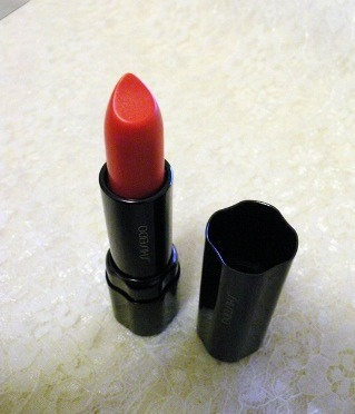 Shiseido 'day lily' perfect rouge lipstick for an orange hue.
