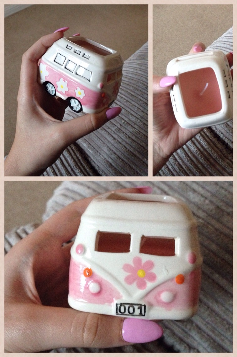 Again another not so much Christmas candle but adorable nether less! Campervan candle! I'm a big fan of pink things and this is just an adorable piece I had to share!