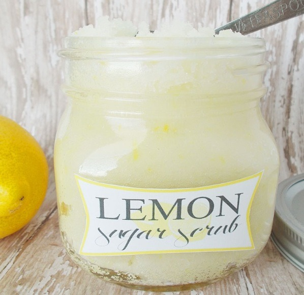 Pour the lemon sugar scrub into the jar and seal with the lid!