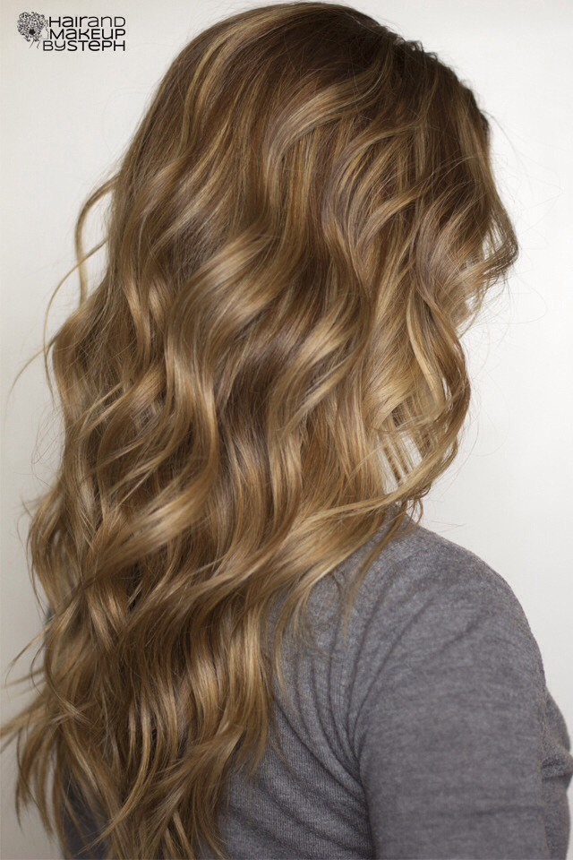 Want beautiful beachy waves without having to ruin your hair with hot tools? This is beach spray DIY! Just spray this in your hair and scrunch! Voilà! C'est fini! Les beautiful beachy waves!