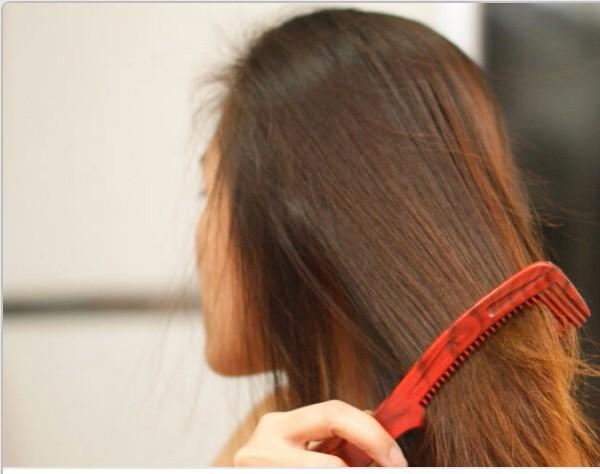 6 If you didn't want to blow dry your hair, then allow it to air dry for another 15 minutes, depending on the length and thickness of your hair.