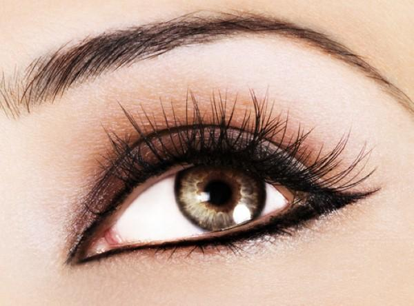Step 5: Make your eyes pop.Use black eyeliner and mascara to get the perfect contrast that will define your eyes. You can even try false eyelashes to make your eyes stand out even more.
