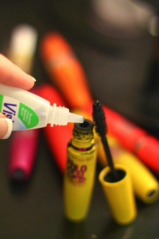6. How To Fix Clumpy Mascara Add a drop or two of Visine (or any brand of eye drops) into the tube, and then rub the wand around inside. The Visine softens the mascara liquid, making it apply as if it were a brand new tube!
