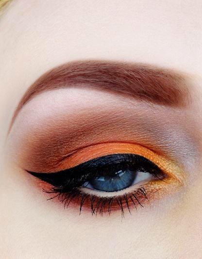 Tangerine eyeshadow – Winged liner