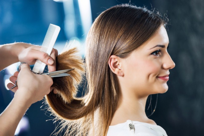 1. Trim your hairevery 6 to 8 weeks To keep your hair healthy, trim split ends off as frequently as possible