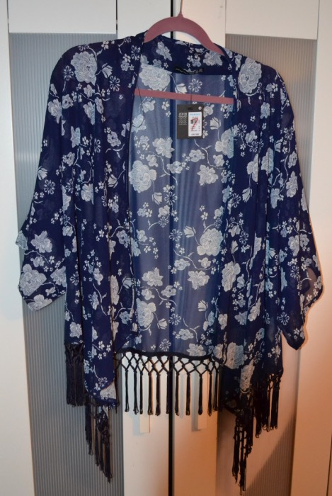 Kimonos are a prefect thing to have durning spring/summer, they're great when you want to be a bit more summery but your scared that's it's going to be a bit chilly. You can just throw one of these on and your okay.