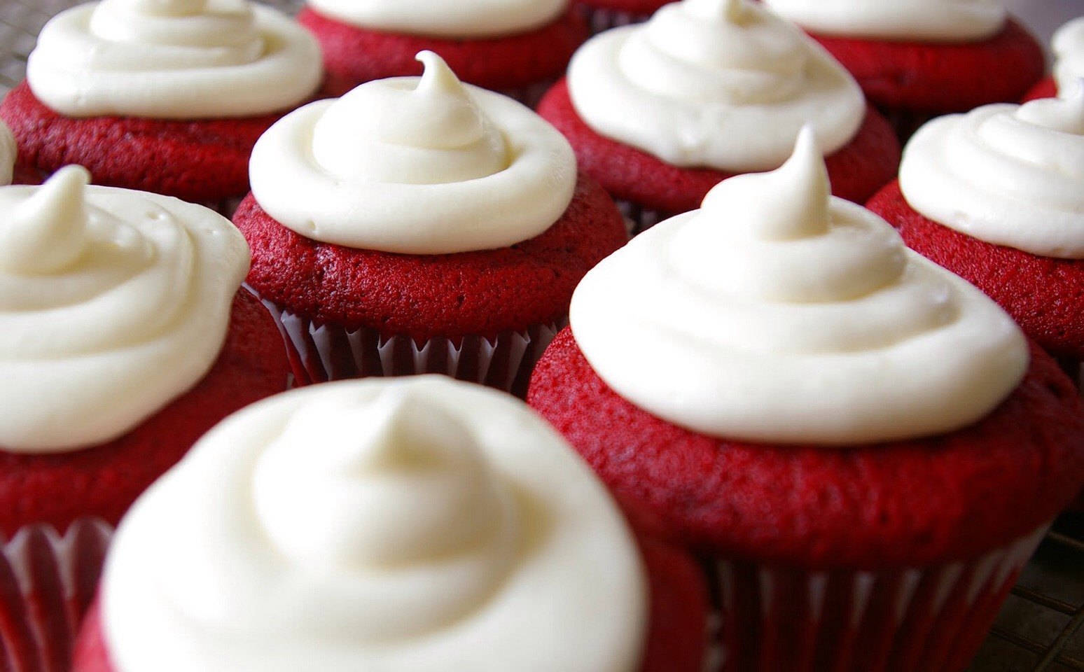 Ingredients Red Velvet (Cake Mix Recipe): 1 box Red Velvet Cake mix 3 eggs 1/3 C. melted butter, cooled 1 1/4 C. buttermilk or milk 2 tsp. vanilla extract Cream Cheese Frosting: 1/2 C. butter, softened 8 oz. cream cheese, softened 2 tsp. vanilla extract 3- 4 1/2 C. powdered sugar