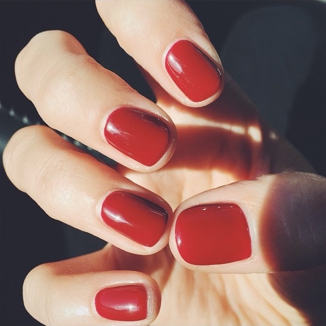 Have you ever bought a nail polish and painted your nails to realize that it chips horribly? I won't say that it isn't always the polish's fault but a lot of times it truly isn't the polish. It's our nails! Before painting your nails, follow these simple steps to achieve a long lasting manicure! ❤