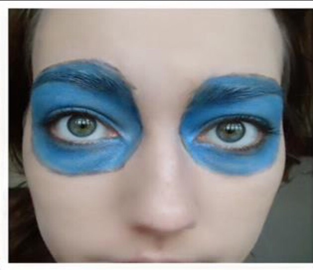 Step 2. -Now colour in the circles with the blue eyeshadow👀🔵