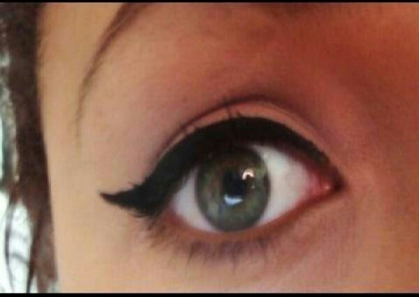 there's alot of different ways to do your liquid eyeliner but this is my favourite :)