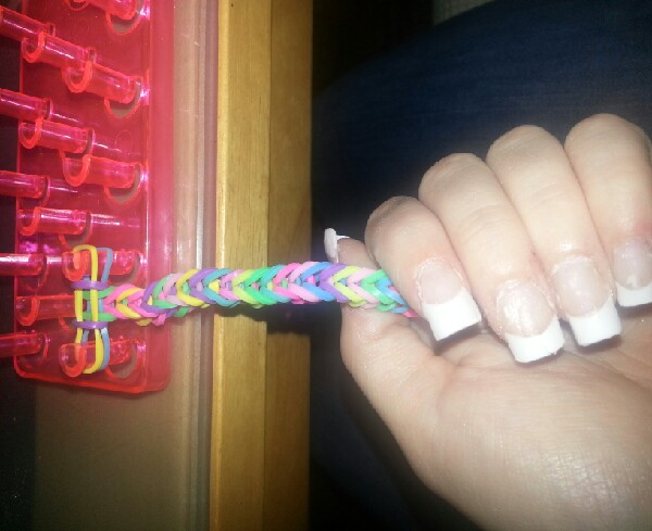 how to do a fish tail loom band