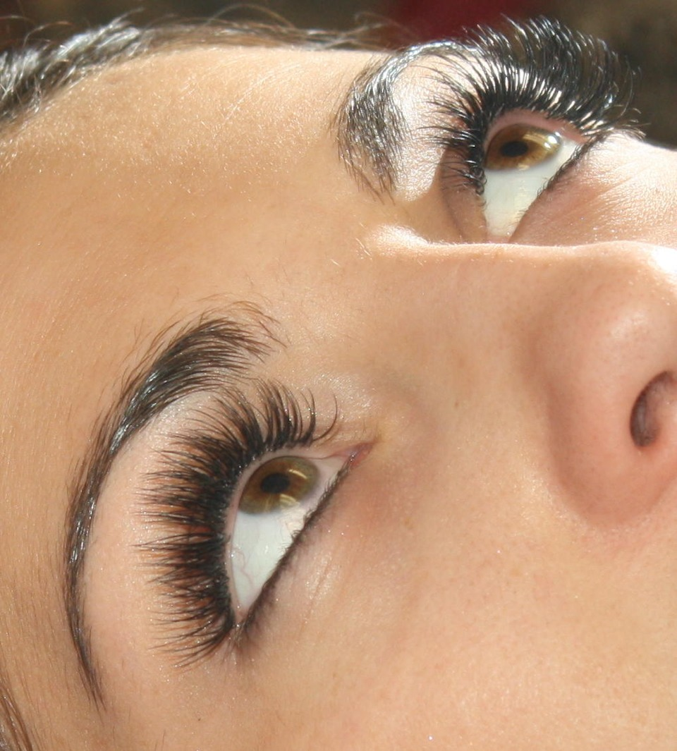 Step 5. Repeat steps 2 and 4 until your eyelashes to e the length and volume you want.
