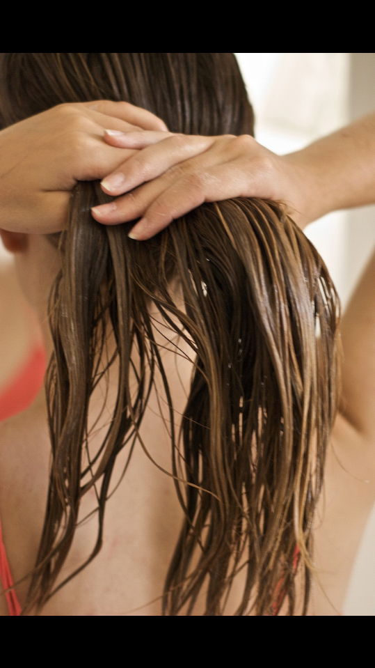 First you nees damp or wet hair