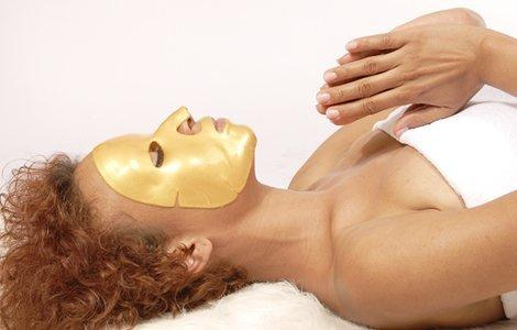 HOW IT WORKSUsing a gel structure naturally derived from algae and agar, the Sleeping Beauty Gold Facial masks are proven to hold up to 99.99% water. Unlike sheet masks, they're designed for overnight wear. They retain their moisture for over 8 hours, so you can maximize the benefits of skin-beneficial gold with a longer wear time.