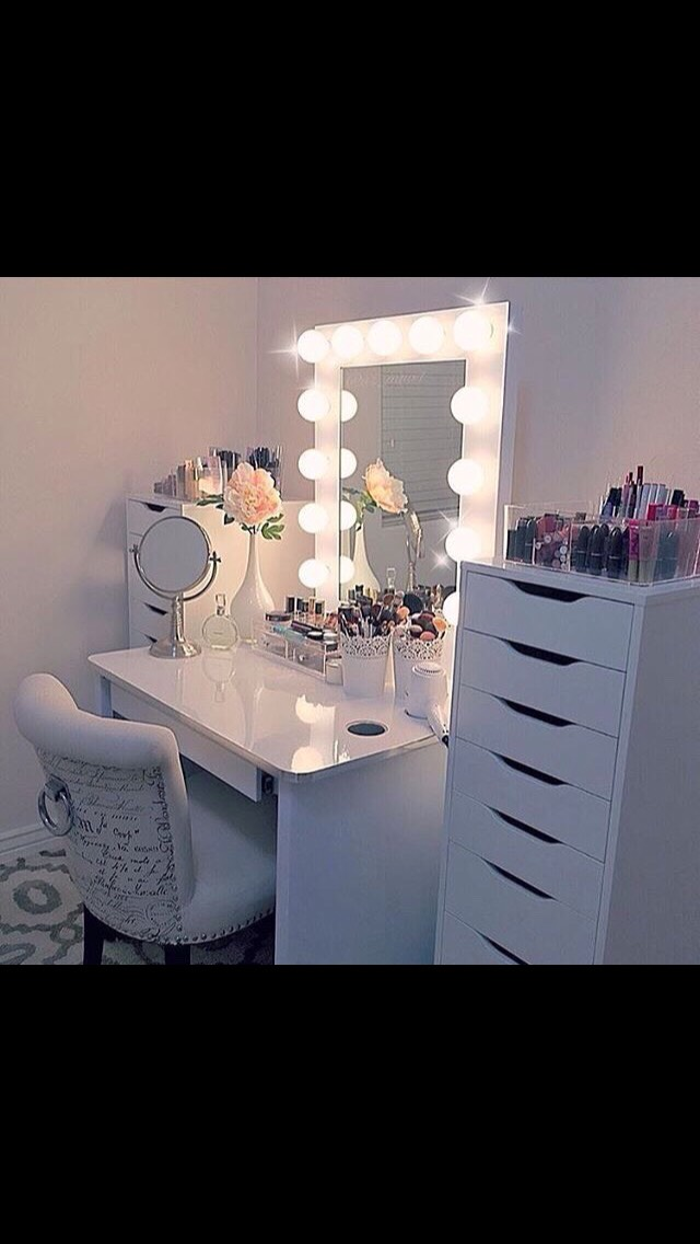 I think these vanity mirrors with the light bulbsare so cute and great to use for makeup because of the lighting.