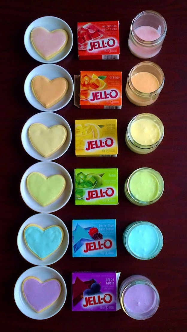 If you don't have food coloring, you can use Jell-O to color frosting.