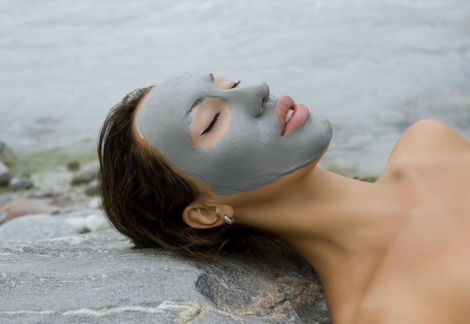 What's in it?This one of a kind glacial mud is composed of mud & water from four separate Alaskan mountains, two of which are tectonic and two of which are volcanic.The result?A mud mask full of botanic extracts that detoxify, soften, nourish and exfoliate, all in one!
