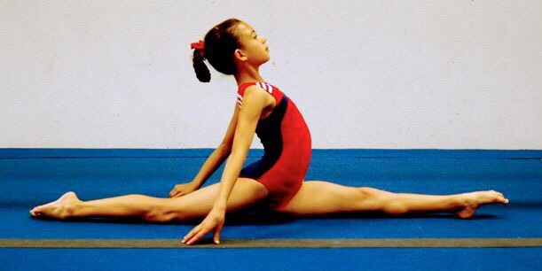 After many days of practicing, not forcing yourself too much, you'll get a perfect split like so.