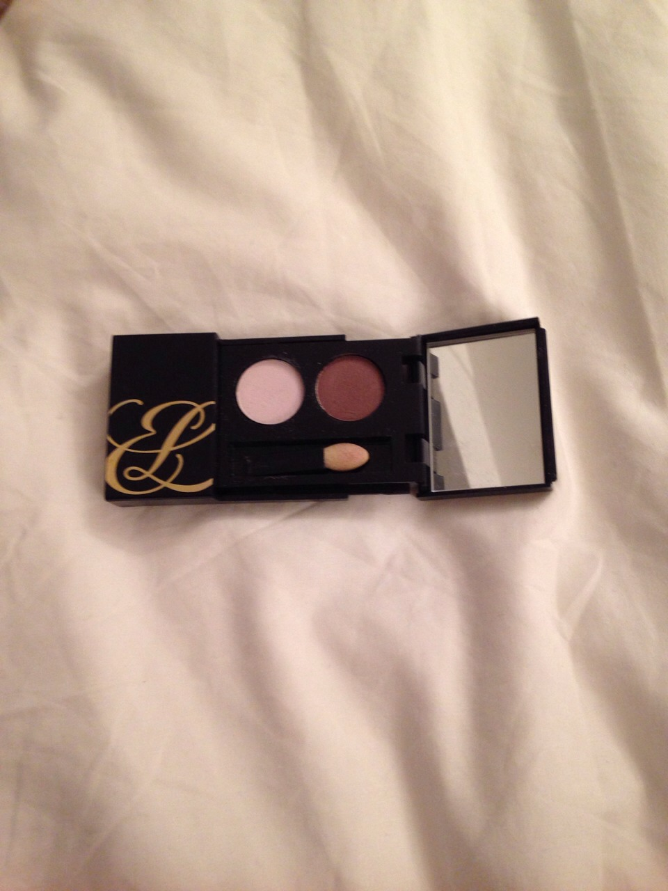 2⃣ - EYE SHADOW DUO You might think that eye shadow may be a bit too snazzy for you but if you get a neutral colour it really adds a nice touch 👌 (Mine Is Estée Lauder pure color eyeshadow)