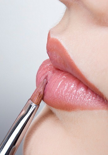5-Use a brush   It's easier than directly apply your lipstick. 😌