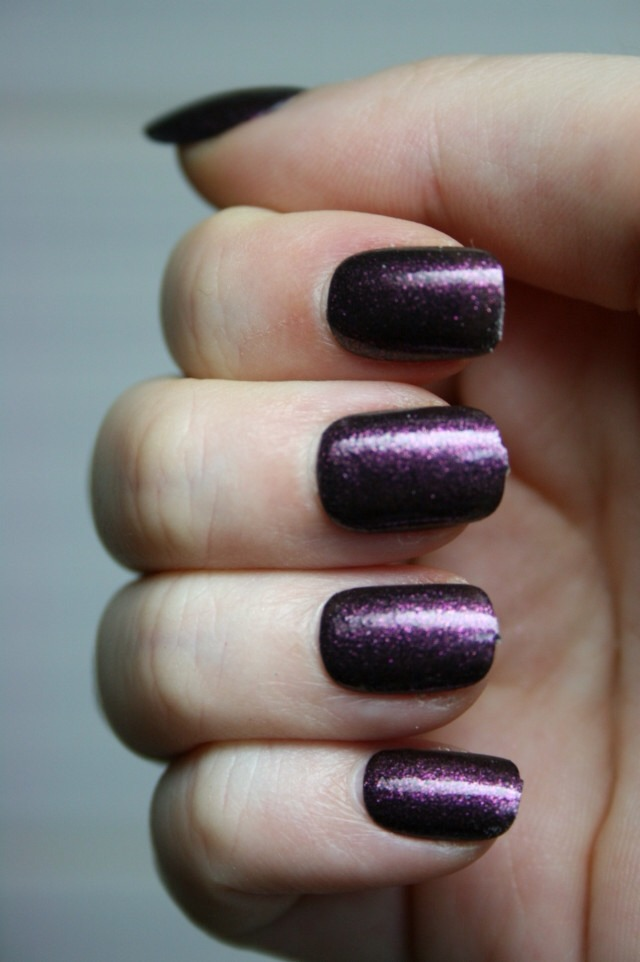 But when I added a coat of Essie's Matte About You to turn this into a matte, wowee!