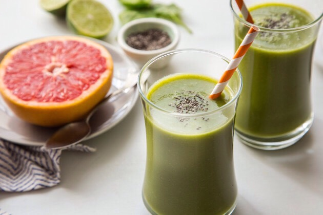 Spinach and grapefruit smoothie  1 bunch of fresh spinach 2 grapefruits 1 bunch of apples 1 banana 1 slice of fresh ginger 2 cups of ice