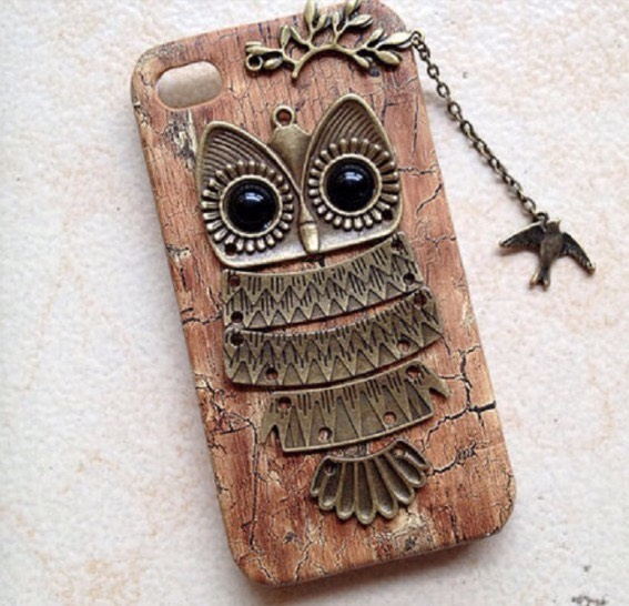 6. Old necklace phone case