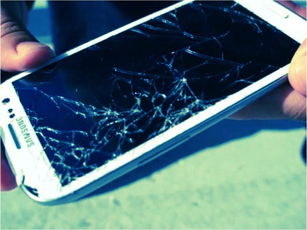 под луной смартфон с разбитым экраном как извлечь фотографии пространство