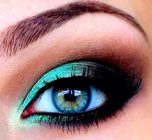 Teal glitter eye makeup   Double klick for better view!