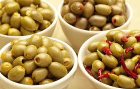 Olives are high in Vitamin E which hydrates & protects our skin from ultraviolet radiation (guards us against skin cancer). Olives are great for our hair too! Use olive oil as a mask for your split ends and then rinse well! Olives are a natural remedy which won't harm! Try them out 😊🍈💪