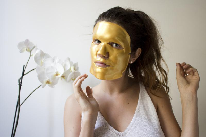 The technology behind the maskOur Sleeping Beauty Gold Facial mask uses patented hydrogel technology, promoting your skin's natural repair process, targeting wrinkles, dryness and dullness– locking in vital nutrients lost through environmental toxins, poor diet and lack of sleep.