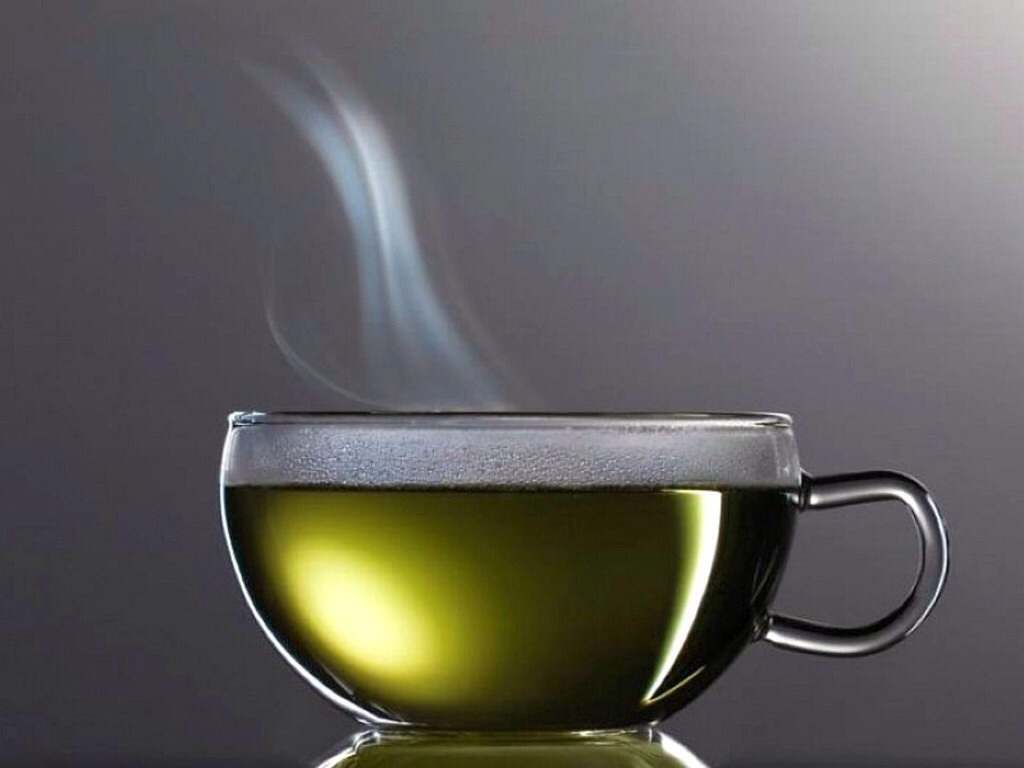 If you wake up with a sore throat and feel a cold beginning, mix hot water, 2 tablespoons of honey, 2 tablespoons of vinegar, dash of cinnamon, and 2 tablespoons of lemon juice. Mix well, drink up, and feel better!