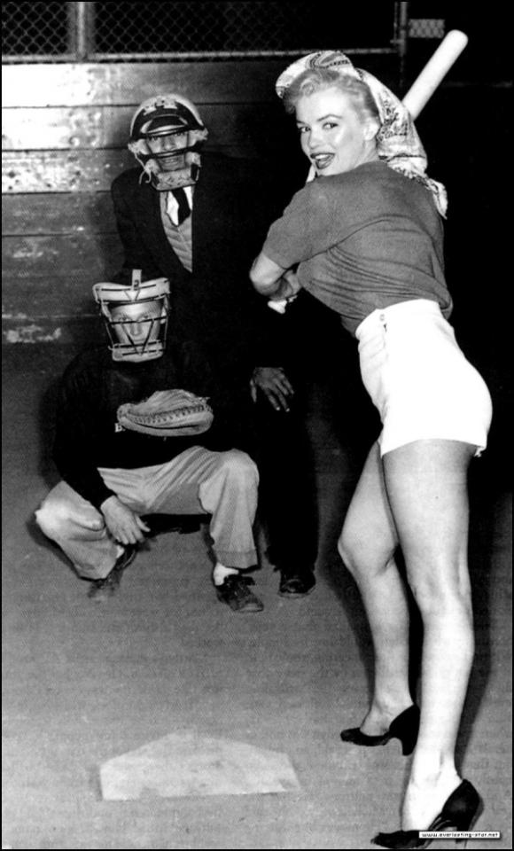 #2 Marilyn's Stutter Marilyn Monroe had a stutter. However, it was not that severe, but it was still easily noticeable. She regularly visited vocal coaches that would help her fight with her problem