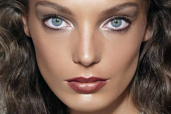 Use a white or even better a flesh coloured eyeliner on your waterline to make you look more awake and your eyes look bigger!