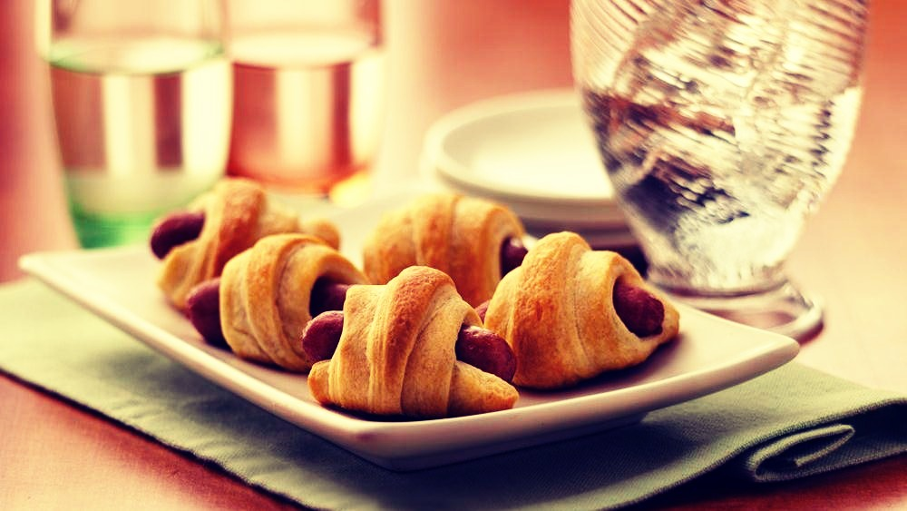 Super simple all you need to do is buy mini hotdogs, wrap them in the croissants then you got a quick simple snack
