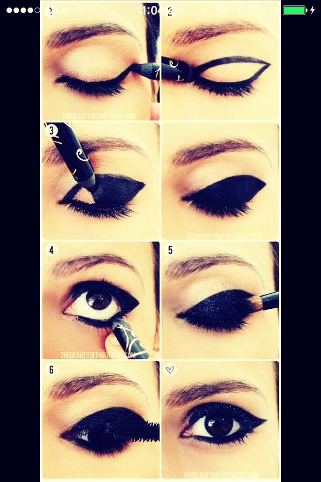 Matte or glitter black eyeliner look