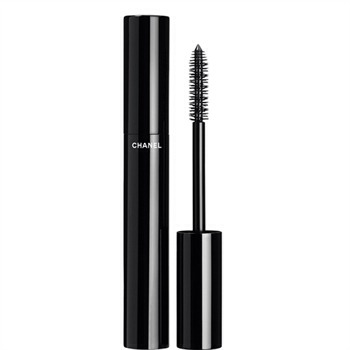 A good mascara 💕 to give your eyelashes colour and volume 💕