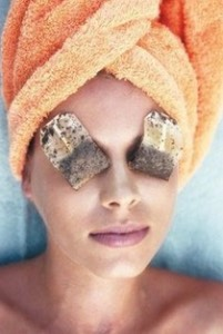 11. Have dark circles under your eyes from long days and even longer nights? Grandma knows best when it comes to this beauty hack. Grab a couple of green tea bags, steep them in some hot water and under your eyes they go! The antioxidants in the tea leaves will bring your eyes back to life.
