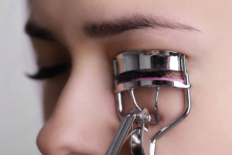 3 Curl your eyelashes. | Flat lashes will make your eyes look smaller + in contrast, curled lashes will make them appear larger. So, before you even reach for the mascara, make sure you've used an eyelash curler first.